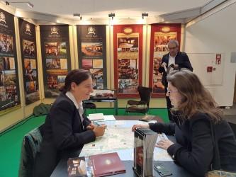 Pavlína během obchodní schůzky na světovém veletrhu cestovního ruchu v Berlíně