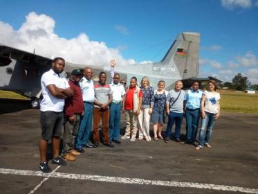 Pavlína Rojík Fulnečková během inspekční cesty v Malawi - cestování armádním speciálem