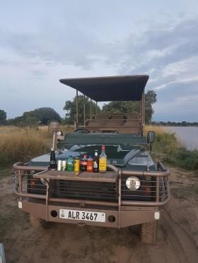 inspekční cesta do národního parku South Luangwa - sundowner v buši